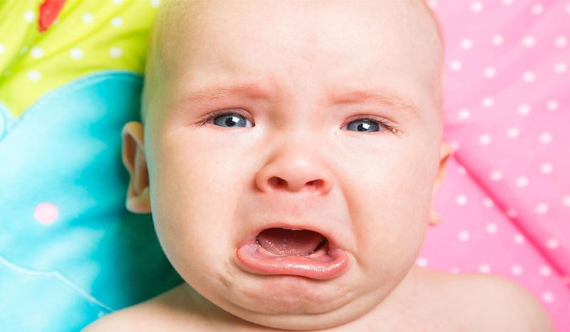 طفلك يبكي كثيراً؟ إنتبهي لهذه الأسباب!