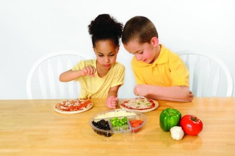 كيف تعلم طفلك المشاركة بدلا من الانانية !!